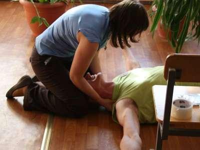 Что делать при приступе эпилепсии: стадии припадков, первая помощь при эпилептическом припадке взрослым, детям