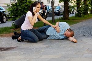 Способ оказания первой помощи взрослому человеку при эпилепсии