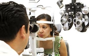 Рассеянный склероз поражает глазной нерв, поэтому у больного ухудшается зрение